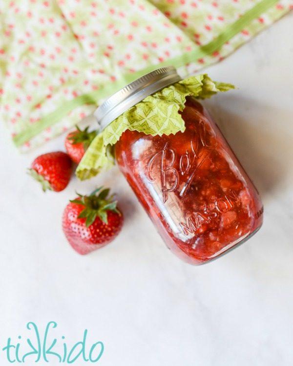 Homemade Strawberry Ice Cream Sauce Topping from Tikkido