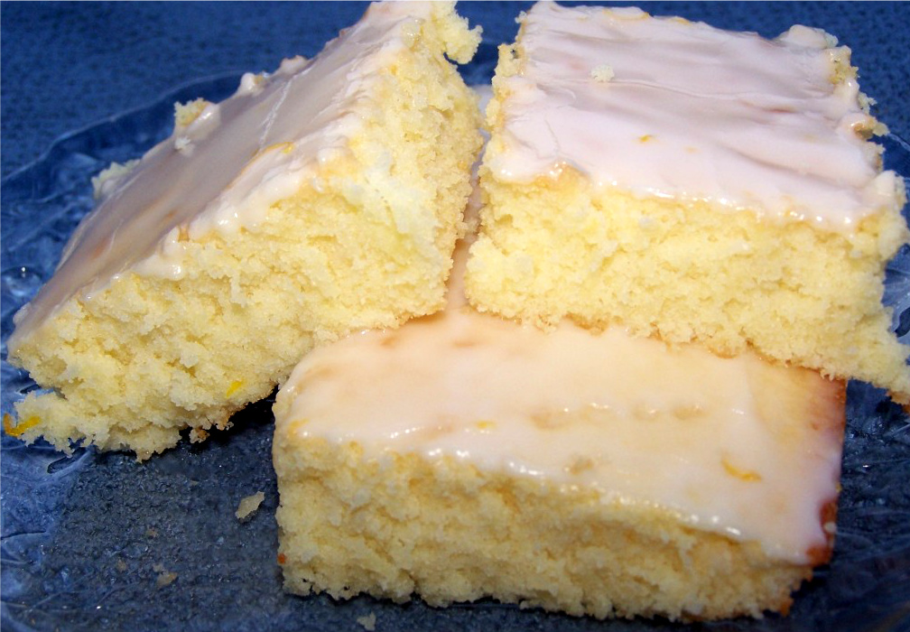Lemon Brownies - the perfect combination and texture for a light lemon-y dessert!