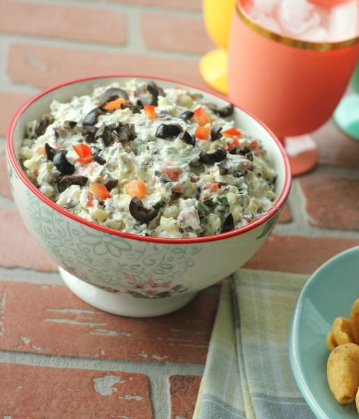 A delicious full bodied dip, an appetizer perfect for any occasion. Grab a whole bag of chips for this Skinny Poolside Dip.