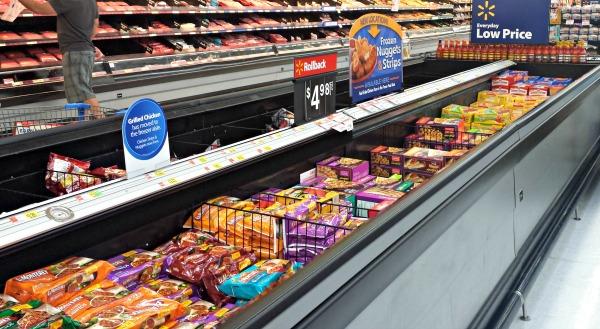 Walmart frozen food aisle #AfterSchoolSnacks #shop