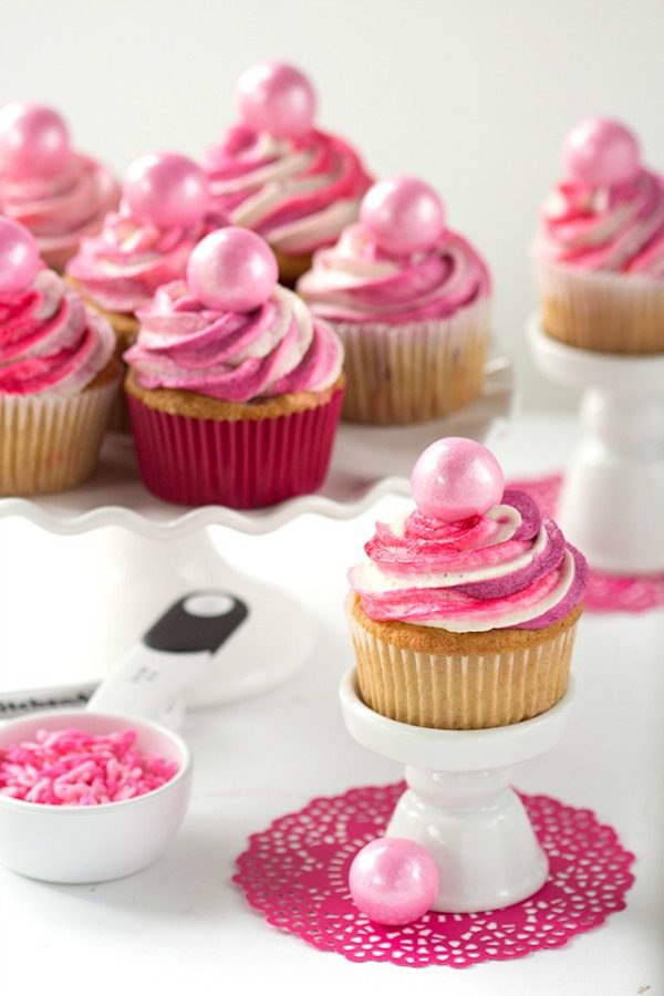 strawberry-cupcakes-from-cookie-dough-and-oven-mitt