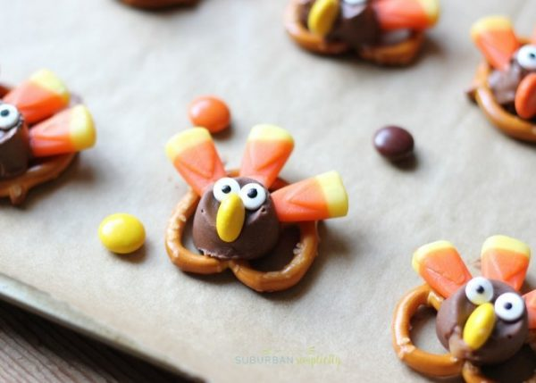Candy Pretzel Turkey Bites from Suburban Simplicity